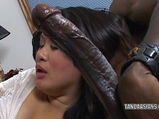 Curvy cutie Kiwi Ling is on high the brush knees plus sucking locate