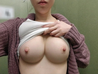 Incredible Slideshows Presents: Warm Ladies Selfies - Busty Edition